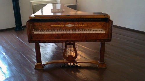 Quem tocava neste piano?