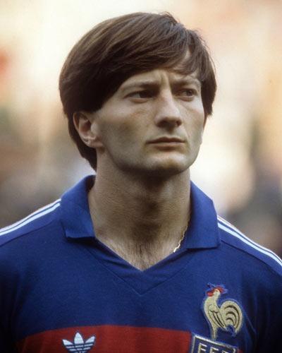 Contre quelle équipe Jean-François Domergue a-t-il inscrit ses 2 seuls buts en sélection ?
