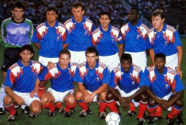 Lors des éliminatoires pour l' Euro 92, quelle équipe ne fait pas partie du même groupe que l'équipe de France ?