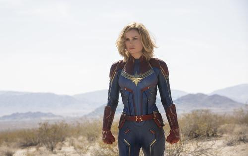 Captain Marvel s'infiltre dans une base militaire pour obtenir des renseignements sur le projet :