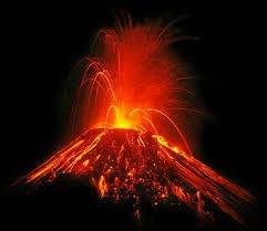 Quels sont les deux types d'éruptions volcaniques ?