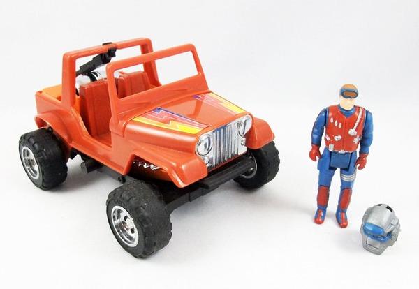 En quoi la Jeep de Dusty se transforme-t-elle ?