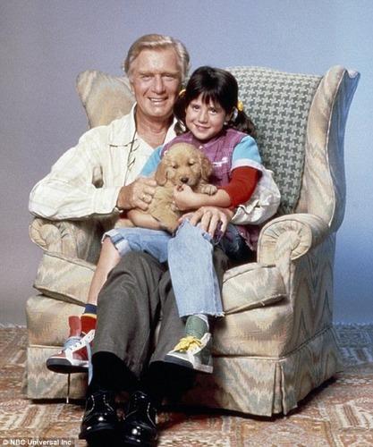 Dans la série Punky Brewster, quel est le nom du père adoptif de Punky ?