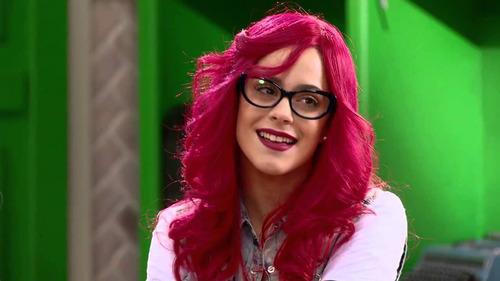Pourquoi Violetta s'était-elle déguisée en Roxy ?