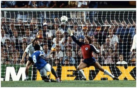 Qui est ce numéro 8 qui inscrit un splendide but contre la RFA en 1982 ?