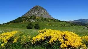 Dans quel département se trouve le mont Gerbier-de-Jonc, source de la Loire ?