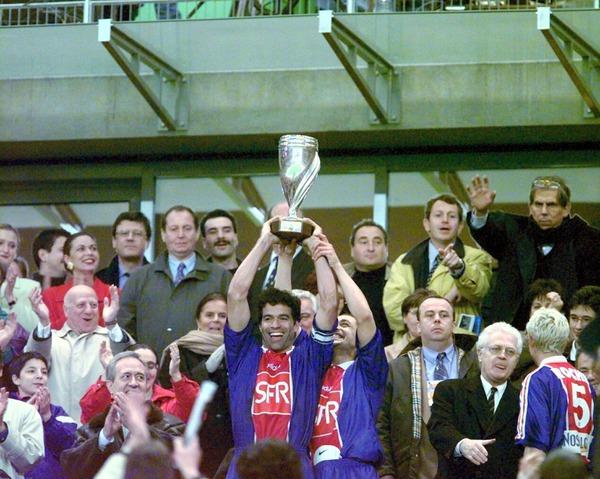 Contre quelle équipe le PSG gagne-t-il la première Coupe de la Ligue en 1995 ?