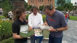 Dans l'épisode au Vietnam, quel type de véhicule les 3 présentateurs ont-ils acheté pour traverser le pays ?