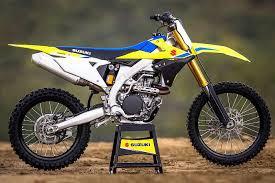 Quelle est la marque de cette moto ?
