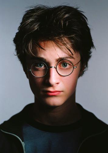 Ki a keresztapja Harrynek?