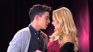 Como se chama o casal Federico e Ludmila ?