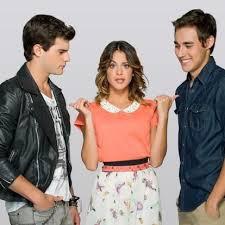 Dans la saison 2 de Violetta, Vilu devait choisir entre 2 garçons, lesquels ?