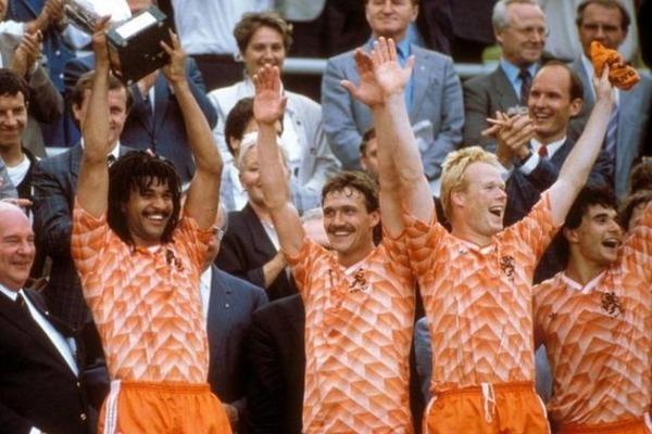 En quelle année les Pays-Bas remportent-ils le Championnat d'Europe des Nations ?