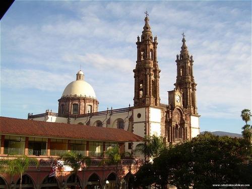 ¿Cuál ciudad que se sitúa en el estado de Michoacán existe también en España?
