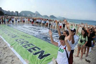 Près de 45000 personnes ont participé au sommet de Rio+20. Combien de participants y avait-il en 1992 ?