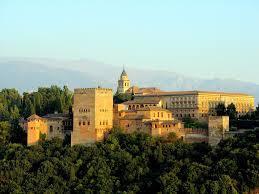 La Alhambra de Granada es un palacio construido en las margenes del Rio