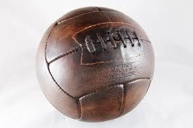 Quel est le plus vieux joueur ayant disputé une Coupe du monde ?