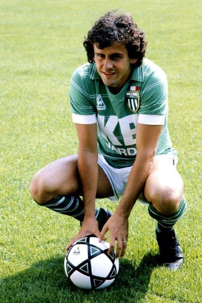 En 1979 il rejoint l'AS Saint-Etienne, combien de championnat de France a-t-il remporté avec les verts ?