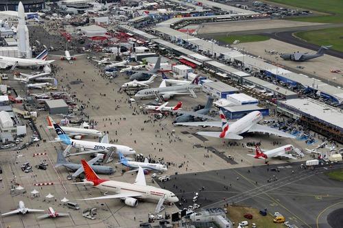 Gdzie się odbywają największe pokazy lotnicze na świecie ?
