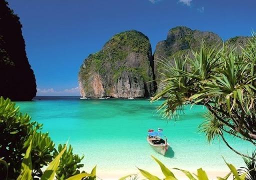 Où se trouve cette plage, rendue célèbre par le film The Beach  ?