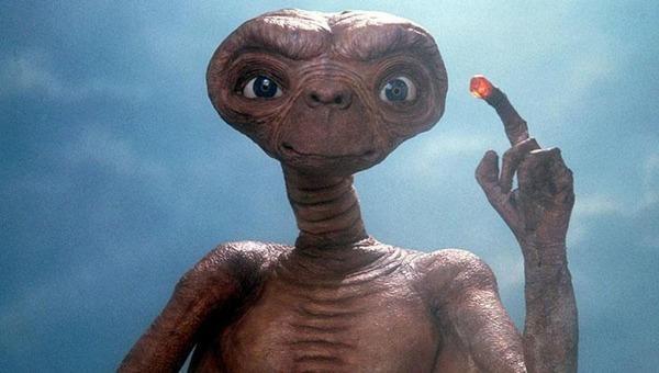 Qui a réalisé E.T. l'extra-terrestre ?