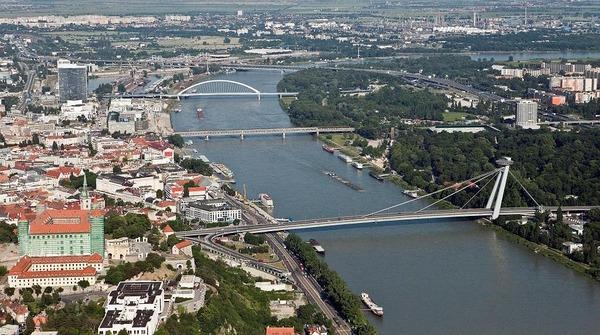 Viete koľko mostov preklenuje Dunaj?