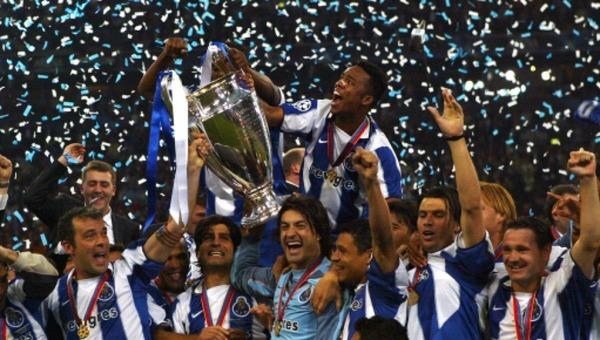 Qui perd la finale de 2004 contre le FC Porto ?