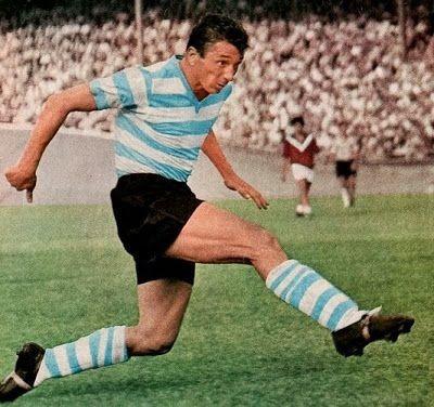 Dans les années 50 avec le Racing Colombes, il termine 3 fois meilleur buteur du championnat. Il s'agit de ?