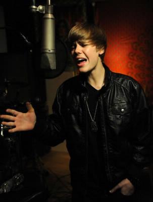 """Avec qui Justin Bieber chante """"Never Say Never"""" ?"""