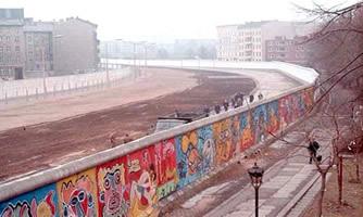 O Muro de Berlim foi construído em qual ano ?