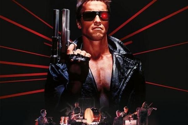 Dans Terminator, qui Arnold Schwarzenegger recherche-t-il ?