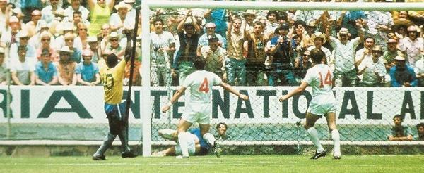 """Au second match de ce Mondial, Pelé dira """"J'ai marqué un but mais il l'a arrêté"""", de qui parle-t-il ?"""