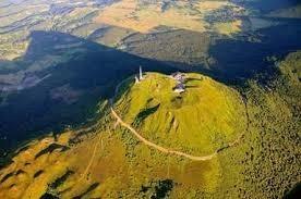 Les volcans d'Auvergne sont :