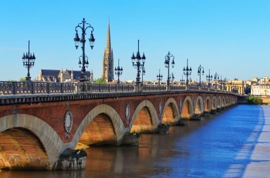 Quel fleuve passe par la ville de Bordeaux ?
