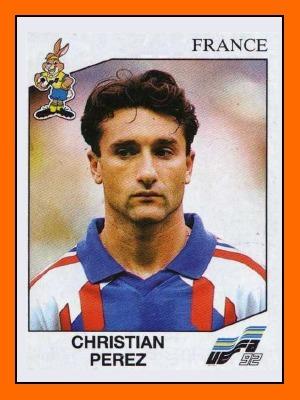 A cette époque, dans quel club joue le prodigieux Christian Perez ?