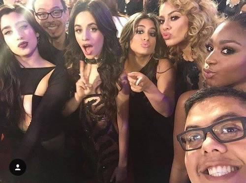 ¿Con quien se presento Fifth Harmony en los latin Grammy 2015?