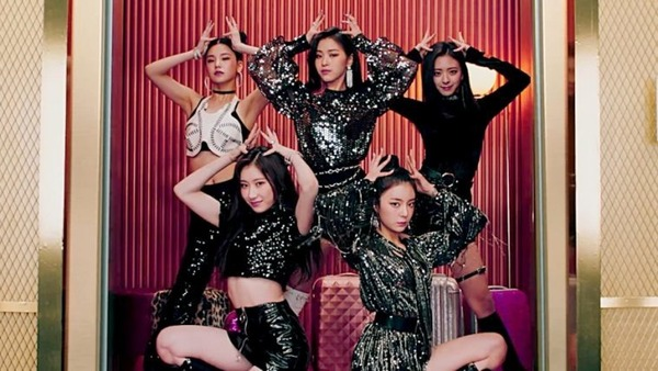 Quand est sorti le single Dalla Dalla de ITZY ?