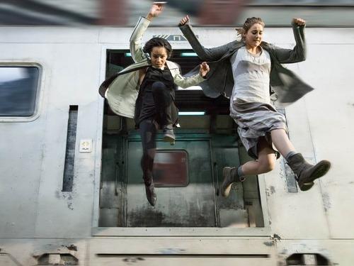 Comment s'appelle la nouvelle amie de Tris lorsqu'elle arrive chez les audacieux ?