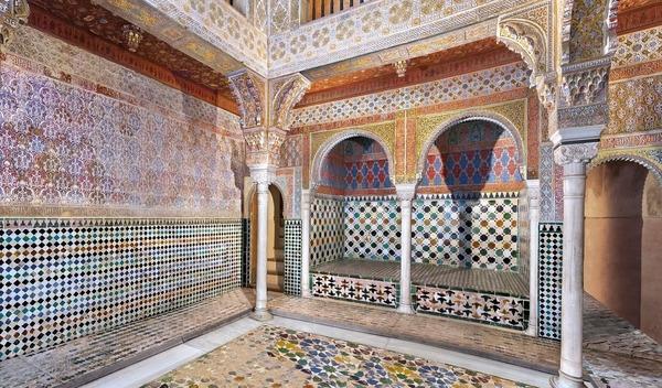 Dans quelle ville espagnole pourrez-vous admirer les céramiques de l'Alhambra ?