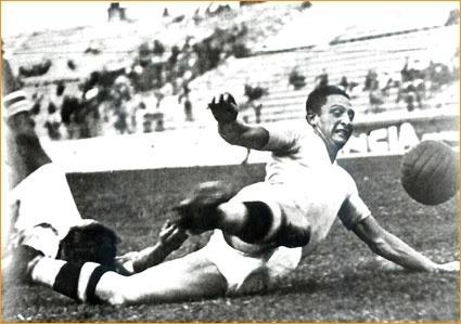 Grâce notamment à un doublé de ce joueur, l' Italie remporte son second Mondial consécutif, il s'agit de ?