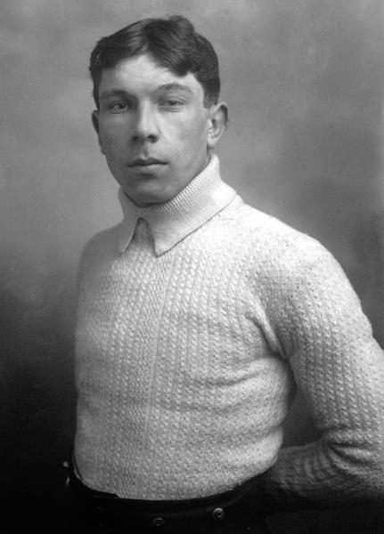 Ce gardien d' 1m66 a débuté sa carrière en 1908. C'est ?