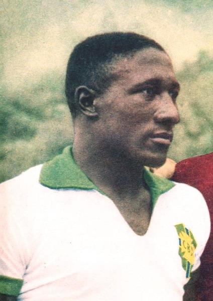 Il a fait partie des champions du Monde 58 et 62, c'est le défenseur ?