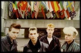 Avec quel label anglais le groupe Depeche Mode a-t-il signé sur l'entièreté de sa carrière ?