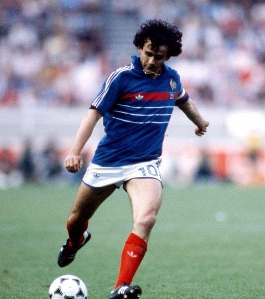 Il n'y a aucun match du Championnat d' Europe des Nations 84 dans lequel Michel n'a pas marqué.