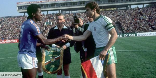Lors du match Bulgarie-France de 76, le commentateur Thierry Roland a traité l'arbitre de .......