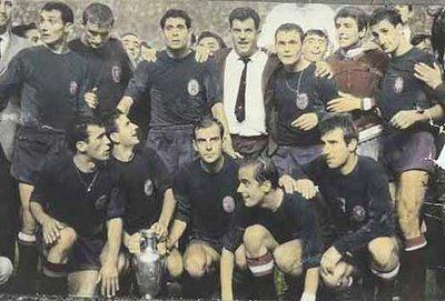 4 ans plus tard, l'Espagne remporte le trophée. Qui bat-elle en finale ?