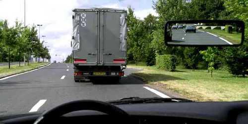Est-ce que je peux dépasser le camion ?