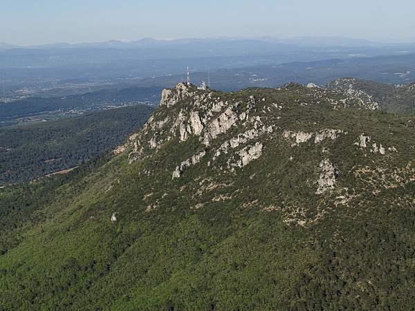 Comment s'appelle la plus haute montagne de la Roquebrussanne ?