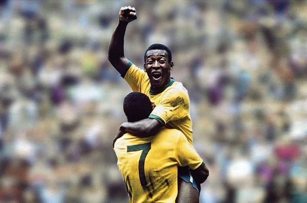 Lors de la finale de 1970 entre le Brésil et l' Italie, c'est Pelé qui ouvre le score.