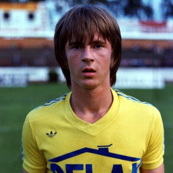 Il a débuté au FCSM et a connu 33 sélections en Bleu. C'est ?
